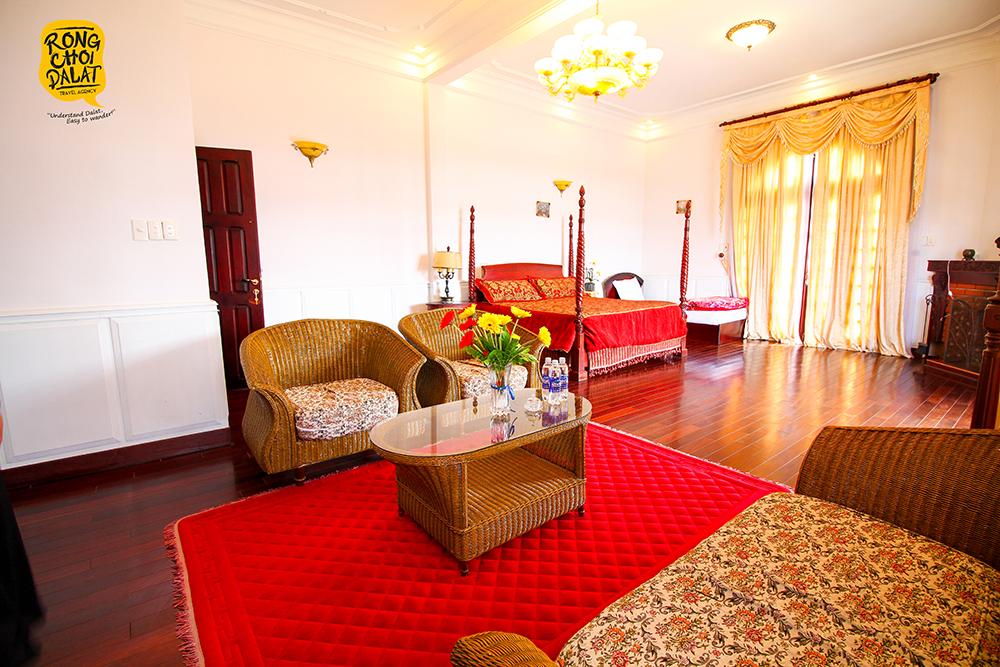1 trong 4 căn phòng tại khu biệt thự Hoàng Gia. Căn phòng có view ban công hướng ra hồ Xuân Hương và rộng trên 40m2. Ảnh: Tiến Đà Lạt