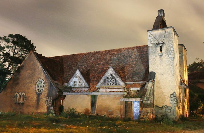 Vẻ đẹp huyền bí của Nhà thờ về đêm. Ảnh: T.Vân
